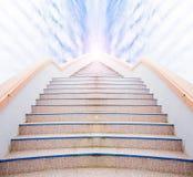 Лестница к успеху: лестница и красивые облако и небо Стоковые Фото