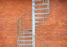 Лестница металла вне здания как пожарная лестница Стоковые Изображения