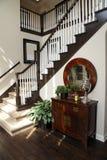 лестница прихожей домашняя роскошная Стоковые Фотографии RF