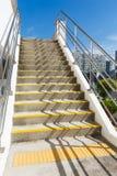 Лестница цемента на внешнем стоковые изображения rf