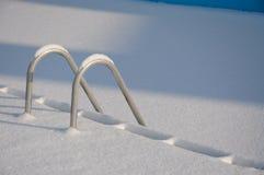 лестницы бассеина снежные плавая Стоковые Изображения RF