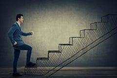 Лестницы бизнесмена взбираясь Стоковые Фотографии RF