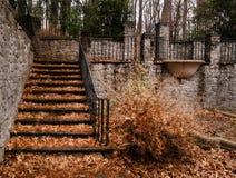 Лестницы внутри sunken стоковая фотография
