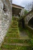 Лестницы в внутреннем дворе дома Стоковое фото RF