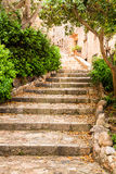 Лестницы в исторической улице Tossa de mar, Косты Brava Стоковые Изображения RF