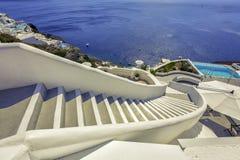 Лестницы в море, остров Santorini - Грецию стоковое фото