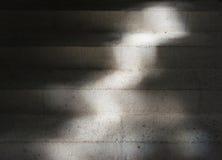 Лестницы в темноте и свете Стоковое фото RF