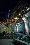 Лестницы города от riverwalk к мосту на ноче с луной Стоковые Изображения