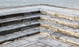 Лестницы гранита с anti-icing агентами в Москве Стоковая Фотография