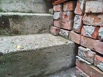 Лестницы и кирпичи Стоковые Фото