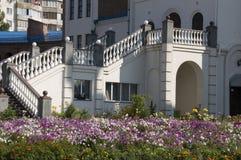 Лестницы и цветки Стоковое Изображение
