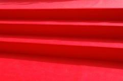 лестницы красного цвета ковра стоковое изображение