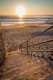 Лестницы к пляжу для захода солнца Стоковые Изображения RF