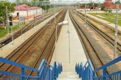 Лестницы к следам поезда Стоковое Изображение