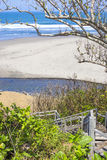 Лестницы к тропическому пляжу Стоковое Изображение