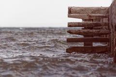 Лестницы на пристани моря стоковые фото