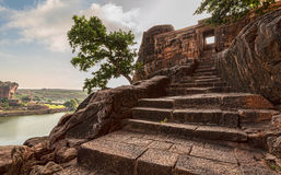 Лестницы на Badami выдалбливают виски времени Chalukya Стоковое фото RF