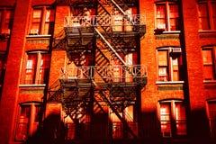 Лестницы огня избежания в Dumbo, Бруклине стоковые фотографии rf