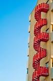 лестницы предпосылки зодчества непредвиденные урбанские стоковая фотография