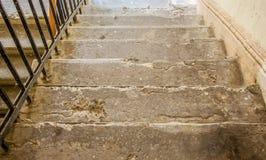 Лестницы старого дома стоковые изображения rf