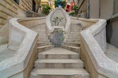 Лестницы Kamondo, известная пешеходная лестница водя к башне Galata, построенной около 1870, Ä°stanbul, Турция стоковые изображения rf