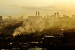 Лес города дыма захода солнца Стоковые Изображения