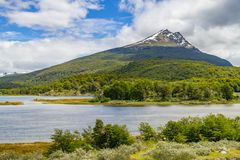 Лес горы снега и река Lapataia, нация Огненной Земли Стоковая Фотография RF