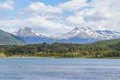 Лес горы снега и река Lapataia, нация Огненной Земли Стоковые Фотографии RF