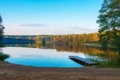 Лес и озеро осени Стоковая Фотография RF