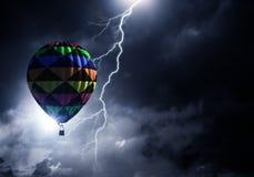 Летание аэростата над облаками Мультимедиа Стоковые Фотографии RF