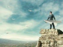 Летание бизнесмена на самолете бумаги стоковая фотография rf