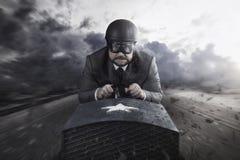 Летание бизнесмена с деревянным самолетом игрушки иллюстрация вектора