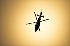 Летание вертолета в небе Стоковое фото RF