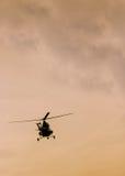 Летание вертолета патруля в небе Стоковое Изображение RF