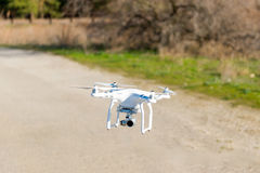 Летание вертолета трутня Uav с цифровой фотокамера Трутень Hexacopter с высоким цифровой фотокамера разрешения на небе Стоковые Изображения