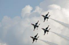 Летание военного самолета в образовании Стоковые Фото