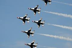 Летание военного самолета в образовании Стоковое Фото