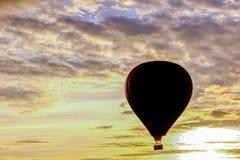 Летание воздушного шара стоковое изображение