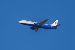 Летание воздушные судн Боинга 737 до 405, полет голубого воздуха Стоковые Изображения RF