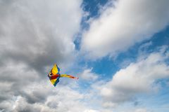 Летание змея в воздухе Стоковое Изображение