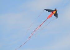 Летание змея в голубом небе Стоковое фото RF