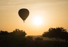 Летание использующего горячего воздух воздушного шара Стоковые Изображения