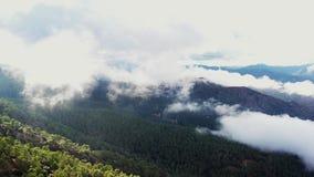 Летание над пасмурными горами Troodos E сток-видео