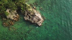 Летание над поверхностью воды залива Сиама акции видеоматериалы