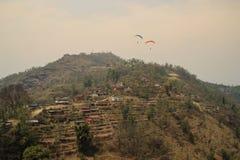 Летание над Pokahara, Непалом Террасы риса стоковые фотографии rf