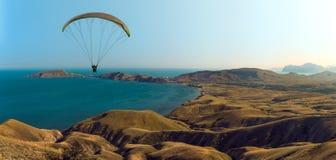 Летание на paraplane стоковые изображения rf