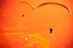 Летание параплана на горе Bielsko Zar Стоковая Фотография