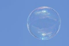Летание пузыря мыла в воздухе Стоковые Изображения RF