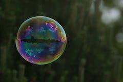 Летание пузыря мыла в воздухе Стоковое Фото