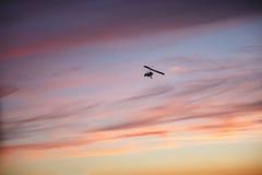 Летание планера вида с пилотом Стоковые Фотографии RF